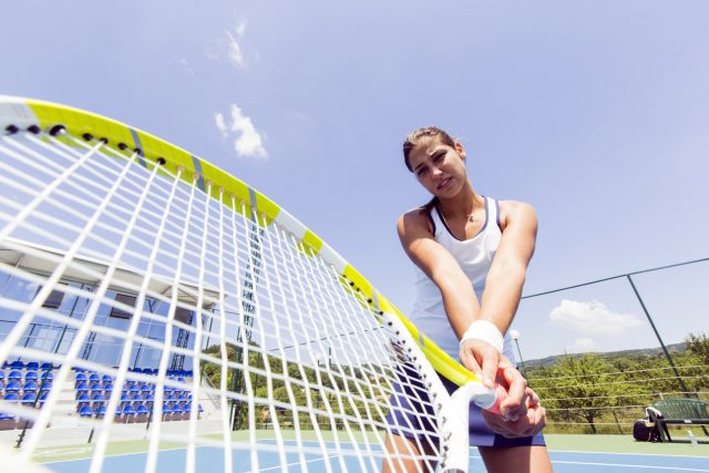 beautiful-female-tennis-player-in-action-640x427-1.jpg